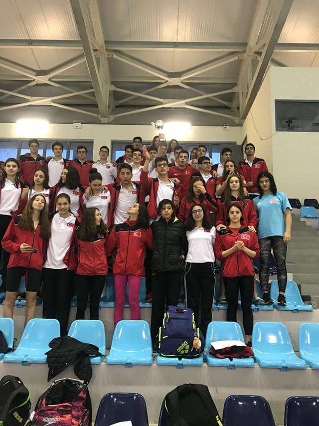 Türkiye yüzmede 63 madalya ile 1'inci oldu