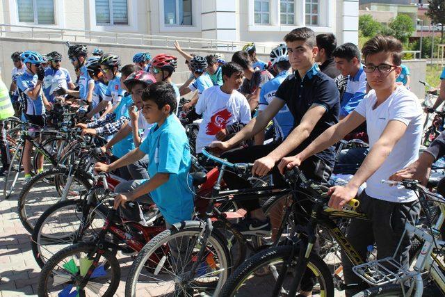 Kahta ilçesinde bisiklet turu etkinliği düzenlendi