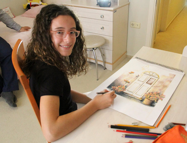 3 yaşından beri resim çizen Rana, sergi açtı