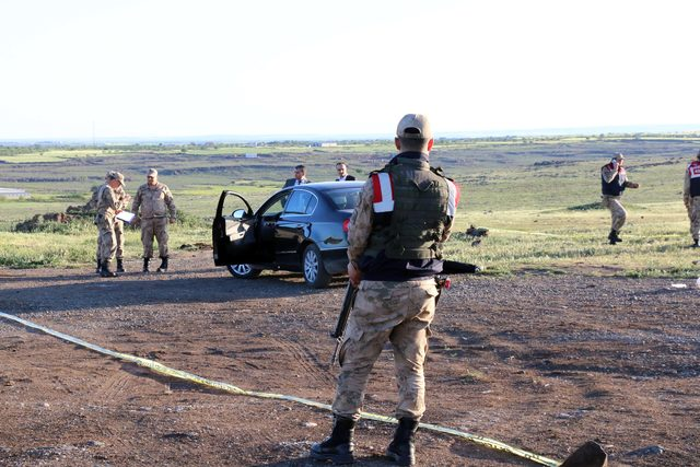 Siverek'te boş arazide tabancayla ölmüş olarak bulundu