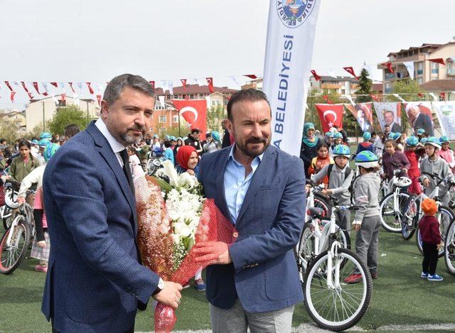 İzmit Belediyesi, Kandıralı çocuklara bisiklet dağıttı
