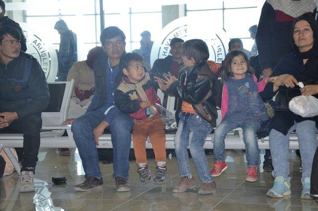 Afganistan uyruklu 227 kaçak, sınır dışı edildi