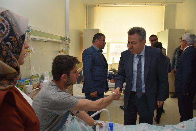 Vali Elban, yaralı askerleri ziyaret etti