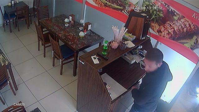 Saniyeler içinde gerçekleşen hırsızlık güvenlik kamerasında