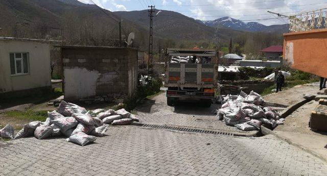Tatvan'da kömür dağıtımı
