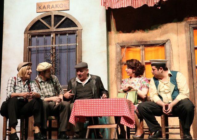 Van'da 'Şoför Nebahat' oyunu sahnelendi