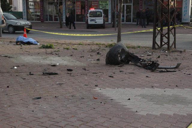 Taksi, minibüse çarptı: 1 ölü