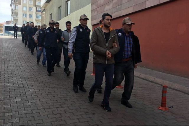 FETÖ operasyonunda gözaltına alınan 11 kişi adliyeye sevk edildi
