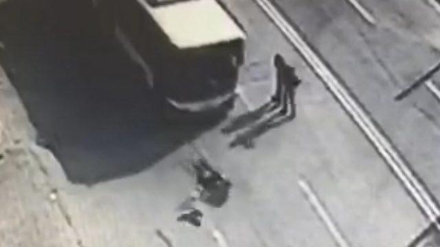 Halk otobüsünün çarptığı liseli Betül yaralandı