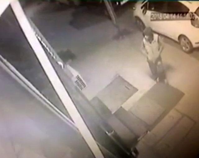 Aynı gece 3 iş yerinden hırsızlık yapan çocuk suçüstü yakalandı