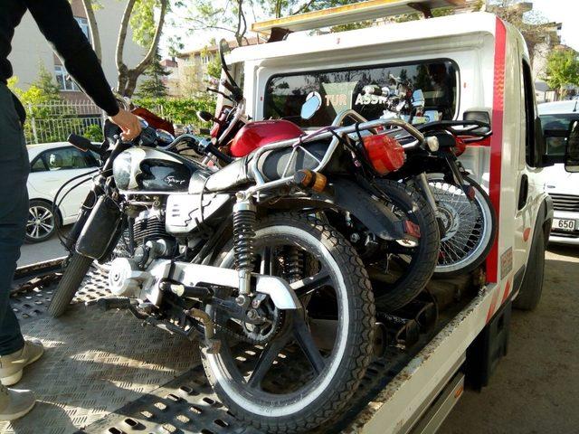 Afyonkarahisar polisinden kamyon, tır ve motosikletlere uygulama