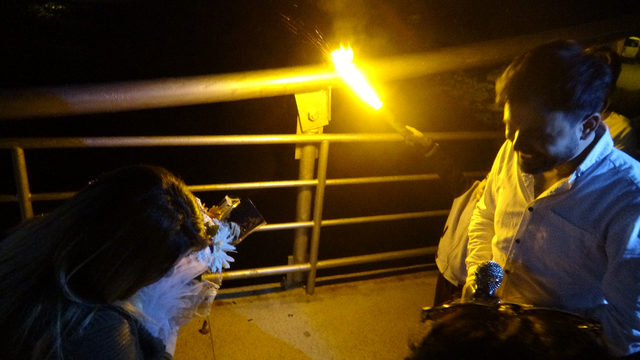 Tanıştıkları köprüde evlenme teklif etti