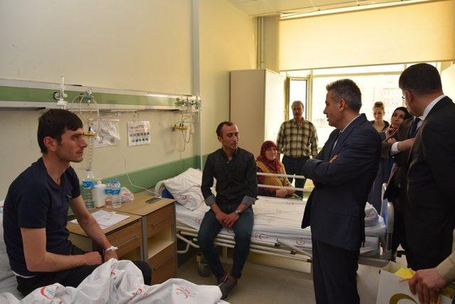 Vali Elban yaralı askerleri ziyaret etti
