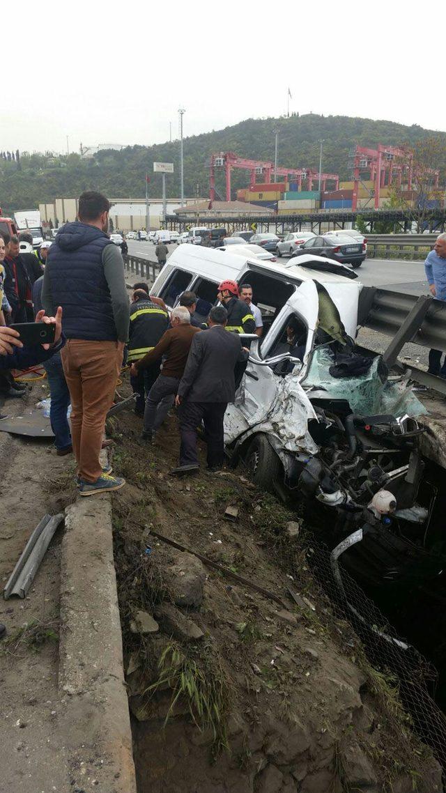 Kocaeli'de kaza: 1 ölü, Vali'nin eşinin de aralarında olduğu 11 yaralı (2)- Yeniden
