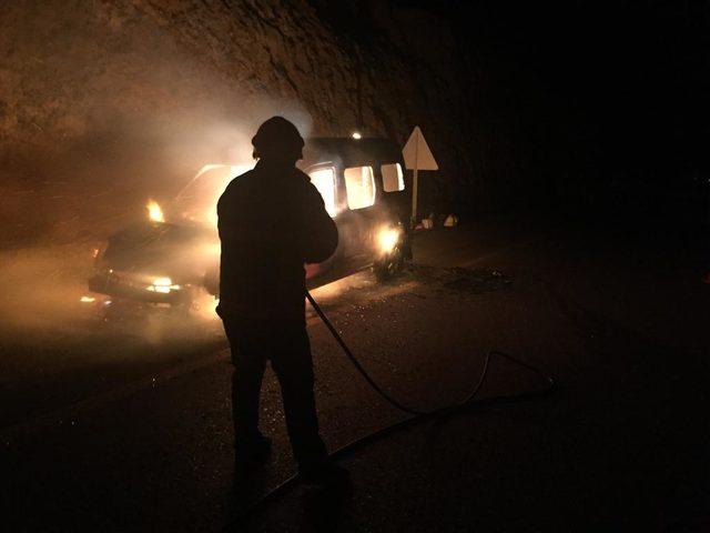 Malatya'da otomobil ve kamyonet yandı