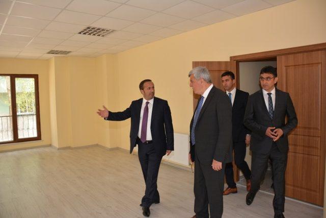 Başkan Karaosmanoğlu, Orhangazi semt konağını gezdi