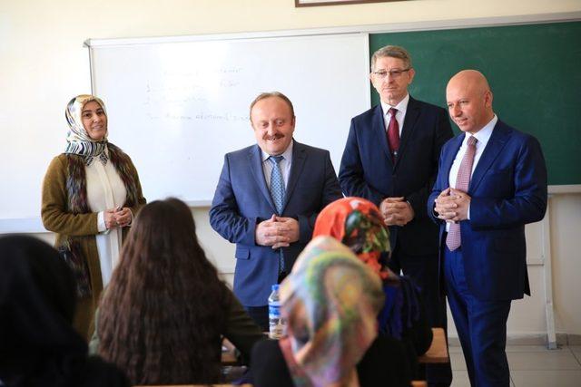 Başkan Çolakbayrakdar liseli gençlerle bir araya geldi