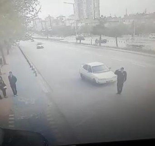 Valiye selam veren polise ve sürücüye, eşit oranda kusur