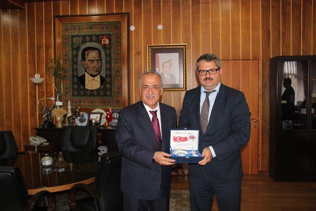 Azerbaycan Büyükelçisi Hazar İbrahim'den Rektör Çomaklı'ya ziyaret