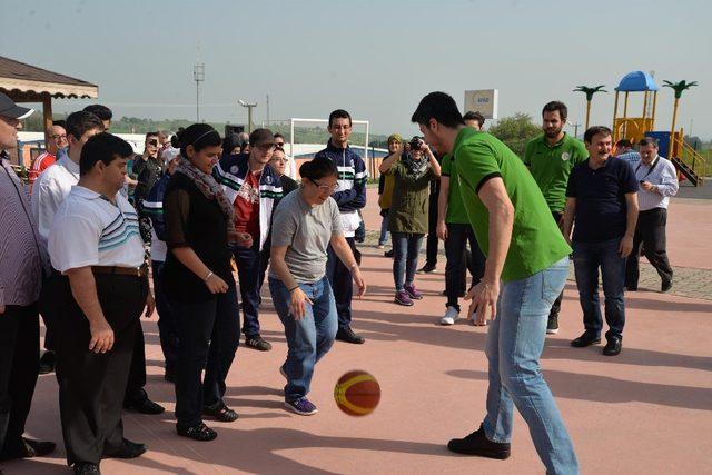 Karesispor,  Down Sendromlu öğrencilerle basketbol oynadı