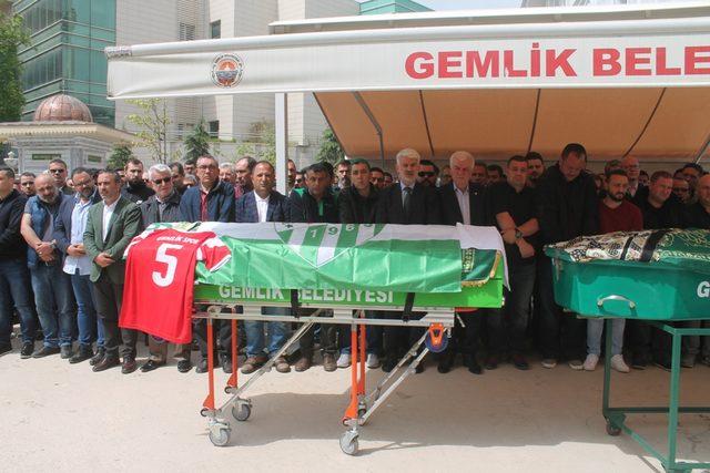Maç dönüşü kazada ölen Bursaspor taraftarı toprağa verildi