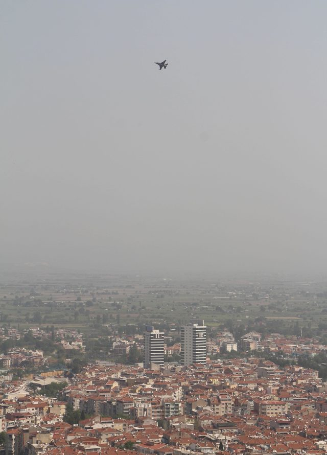 Manisa'da SOLOTÜRK'ten prova uçuşu