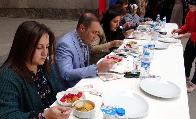 Tarihi Çifte Mineali Medrese'de yemek yarışması