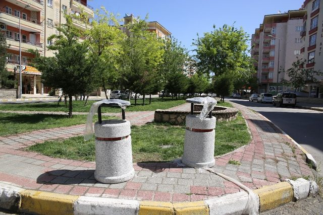 Batman Belediyesinden parkla yeni çöp kovaları