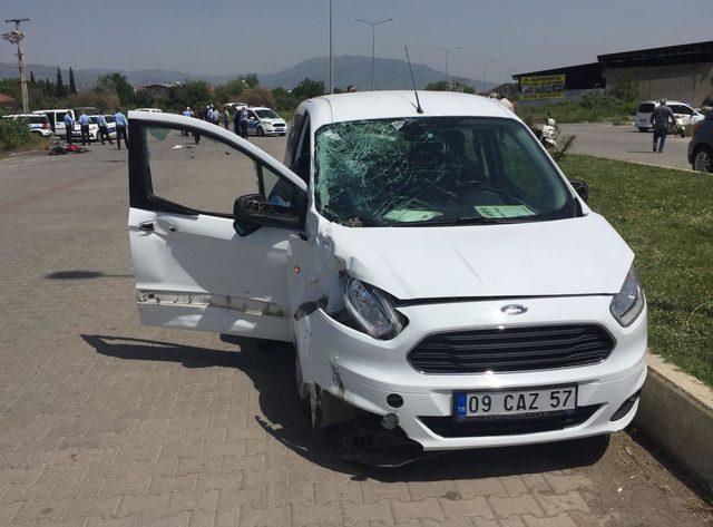 Otomobilin çarptığı motosikletin kasksız sürücüsü öldü