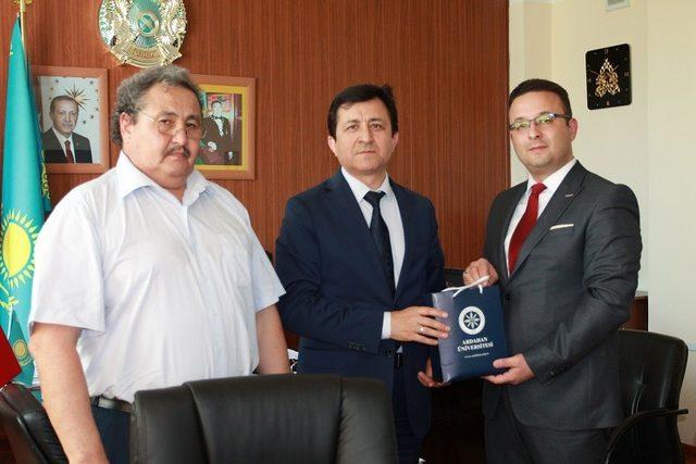 AÜ ile Kazak üniversiteleri arasında güç birliği