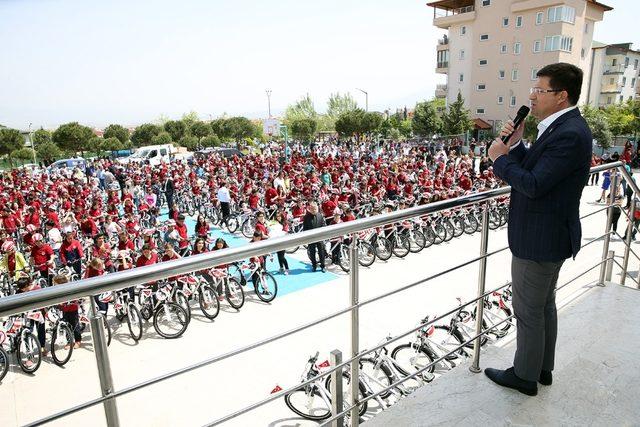 Merkezefendi Belediyesi'nden 537 öğrenciye daha bisiklet hediyesi