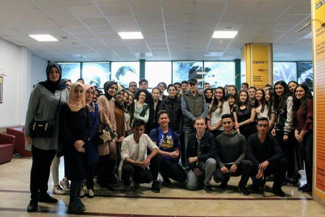 41 Genç 41 Gelecek'in öğrencileri Ümraniye Şehir Tiyatroları'nda