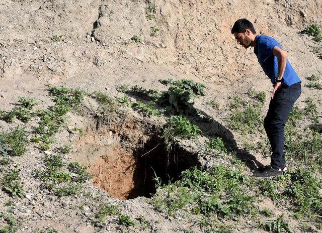 Sivas Kalesi'nin yamacında 15 metrelik çukur oluştu