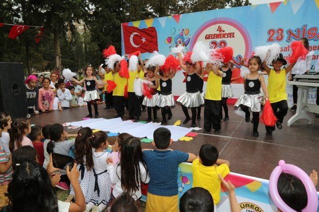 çocuklar Belediyenin 23 Nisan çocuk şenliğinde Doyasiya Eğlendi