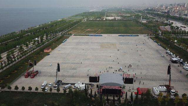Toplanmaların başladığı Maltepe mitingi alanının havadan fotoğrafları