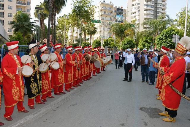 Adana'da mehterli 1 Mayıs kutlaması