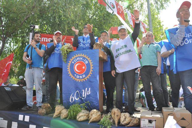 Eskişehir Şeker Fabrikası önünde 1 Mayıs kutlaması