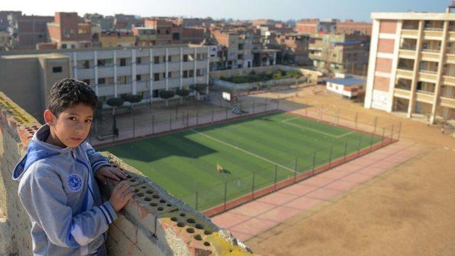 Mohamed Salah, Nagrig'deki eski okulunun yanına bir halı saha yaptırdı