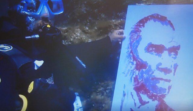 Deniz altında Atatürk portresi yaptı