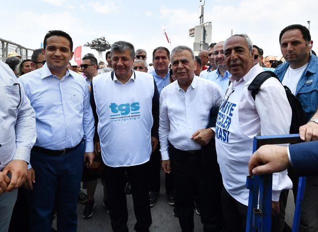 İzmir'de coşkulu 1 Mayıs kutlaması (2)