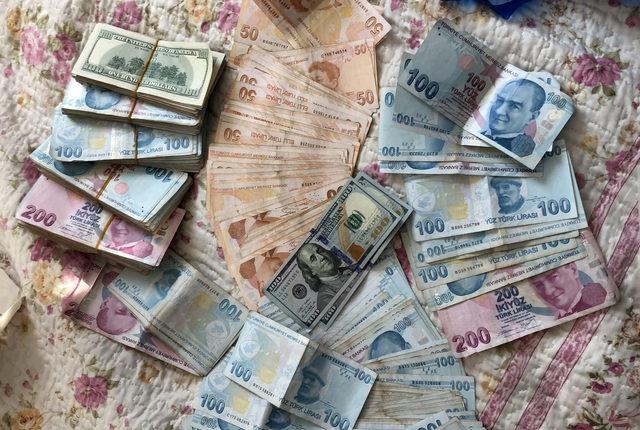 Gaybubet evinde 67 bin lira ve dolar, euro ele geçirildi