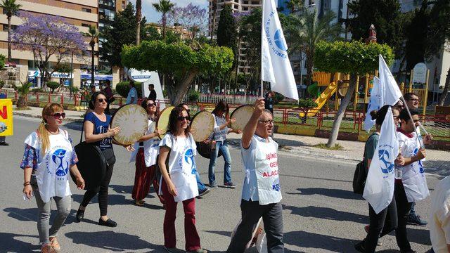İskenderun'da 1 Mayıs kutlamasında gelin-damat sürprizi