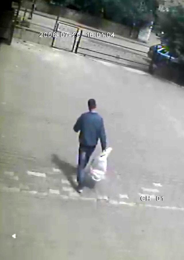 Misafirlerin ayakkabılarını çalan hırsız kameradan yakalandı