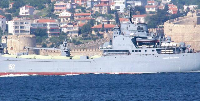 Rus çıkarma gemisi, Çanakkale Boğazı'ndan geçti