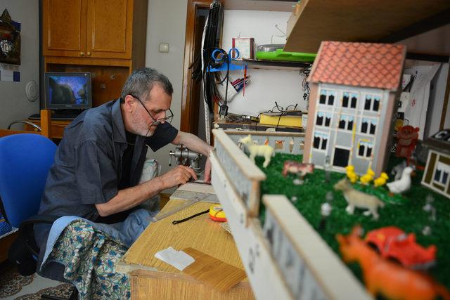 MS hastası ev maketleri yaparak hayata tutunuyor