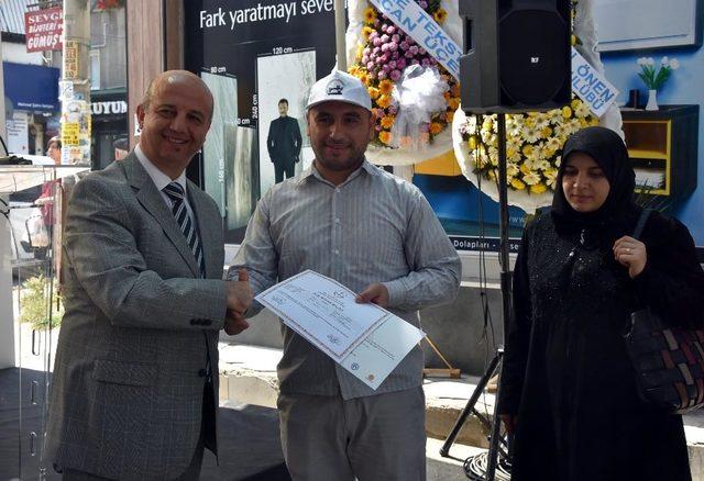 Tekstil kursiyeri sığınmacılar, sertifikalarını aldı