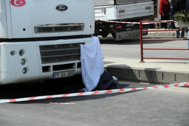 Kamyon çarpan 80 yaşındaki kadın öldü