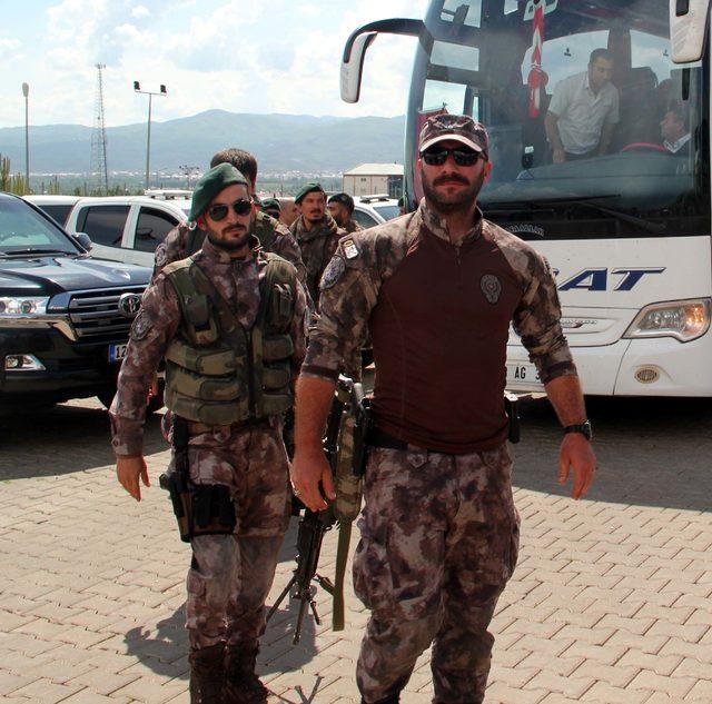 Afrin'den Bingöl'e dönen özel harekat polisleri törenle karşılandı