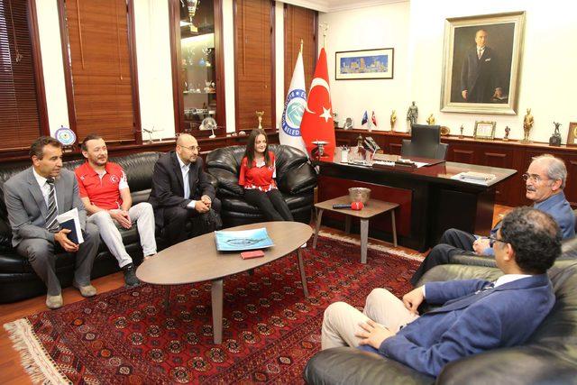 Büyükerşen, dünya şampiyonu Sümeyye'yi kutladı