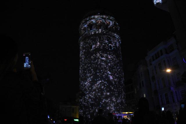 İBB Başkanı Uysal Galata Kulesi'nde yapılan videomapping gösterisini izledi